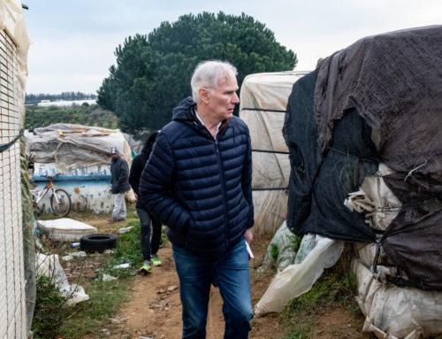 España: Las altas tasas de pobreza son una opción politica, según experto en derechos humanos de la ONU